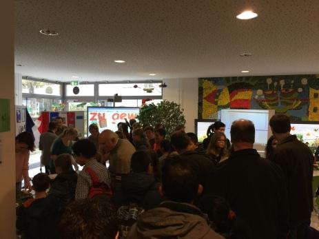 Viele Besucher informieren sich über unser Gymnasium.