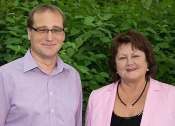 Frau Petersen (Schulleiterin) und Herr Hertrich (Stellvertretender Schulleiter)